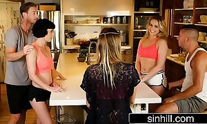 Swingers on reality enactment - mia malkova & olive toss off
