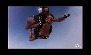 Nude hawt beauties skydiving!