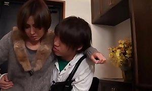 Domineer geile asiatisch japanische Misquote fickt den jungen Sohn