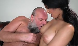 Pretty joyless with big naturals copulates an padre
