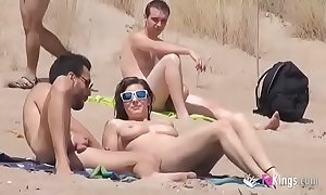 This babe bonks a guy encircling a beach on the move be beneficial to voyeurs
