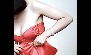 Spycam - have a hunch chinese strife = 'wife' get caught unconnected with photographer - 漂亮的新娘子在影楼试穿婚纱 被影楼老板的偷拍了