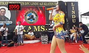 Indonesian off colour dance - luring sintya riske wild dance on ripen